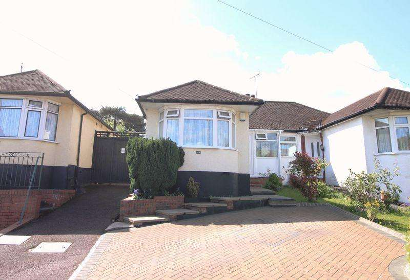 2 Bedrooms Semi Detached Bungalow for sale in Derwent Avenue, East Barnet