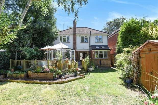 4 Bedrooms Detached House for sale in Old Farm Road, Hampton
