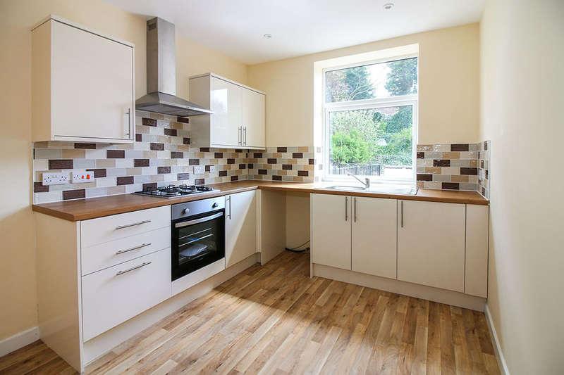 2 Bedrooms Property for sale in Cocker Street, Darwen, BB3