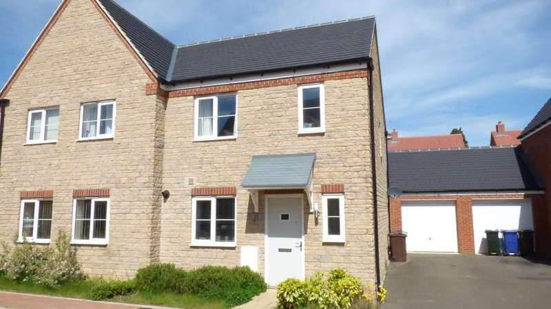 3 Bedrooms Semi Detached House for sale in Stonechat Road, Bodicote