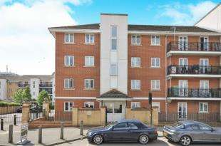 2 Bedrooms Flat for sale in Felixstowe Road, London