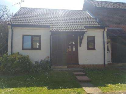 1 Bedroom Bungalow for sale in The Camellias, Banbury, Oxfordshire, Oxon