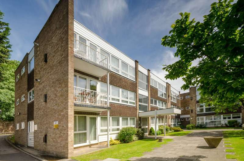 2 Bedrooms Flat for sale in Foxgrove, Southgate, N14