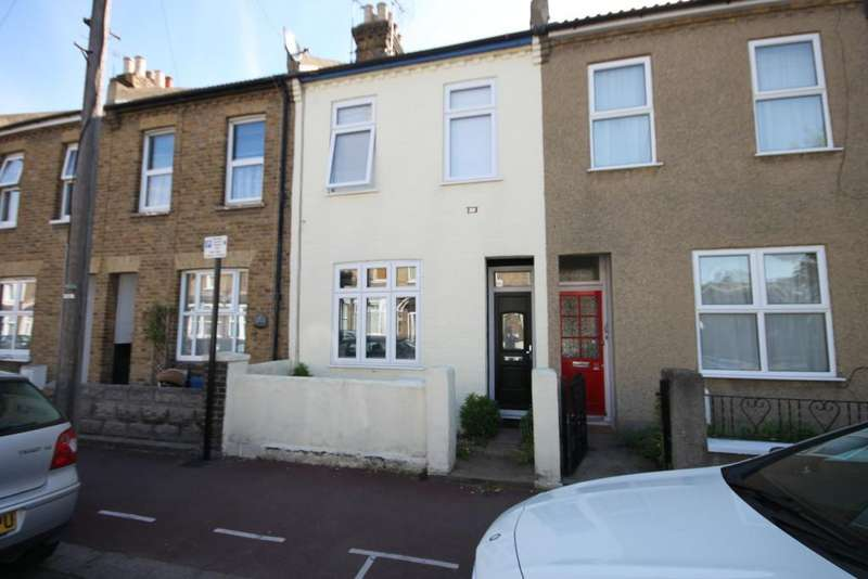 2 Bedrooms Terraced House for sale in Colchester Road, Southend-on-Sea
