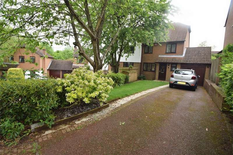 3 Bedrooms Semi Detached House for sale in Gean Close, Walderslade Woods, Kent