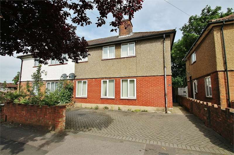 4 Bedrooms Semi Detached House for sale in Gaysham Avenue, GANTS HILL IG2
