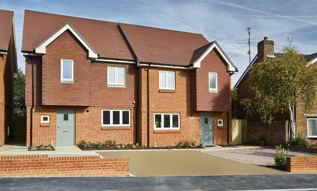 4 Bedrooms Town House for sale in Farnham, Surrey