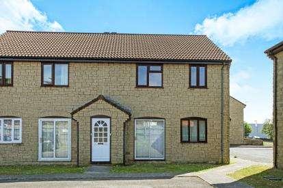 2 Bedrooms Flat for sale in New Road, Gillingham, Dorset