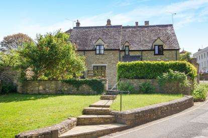 3 Bedrooms Semi Detached House for sale in The Old Stables, The Chipping, Tetbury, .