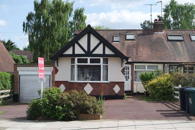 3 Bedrooms Bungalow for sale in Meadway, New Barnet