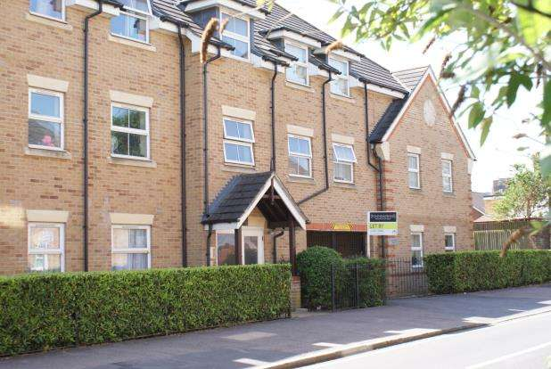 2 Bedrooms Flat for sale in North Road, Woking, Surrey
