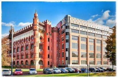 3 Bedrooms Flat for sale in Templeton Court, Glasgow