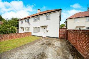 3 Bedrooms Semi Detached House for sale in Heighton Gardens, Croydon
