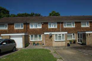 3 Bedrooms Terraced House for sale in Burwash Road, Crawley, West Sussex