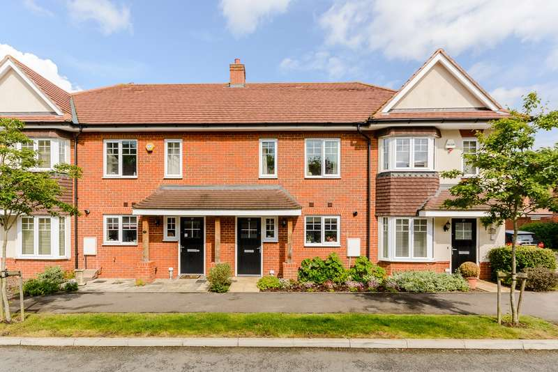 3 Bedrooms Terraced House for sale in Hinchley Wood