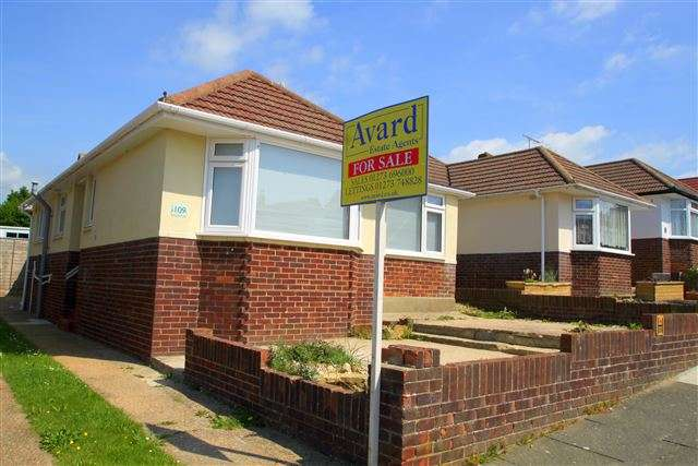 2 Bedrooms Bungalow for sale in North Lane, Portslade, East Sussex, BN41 2HH