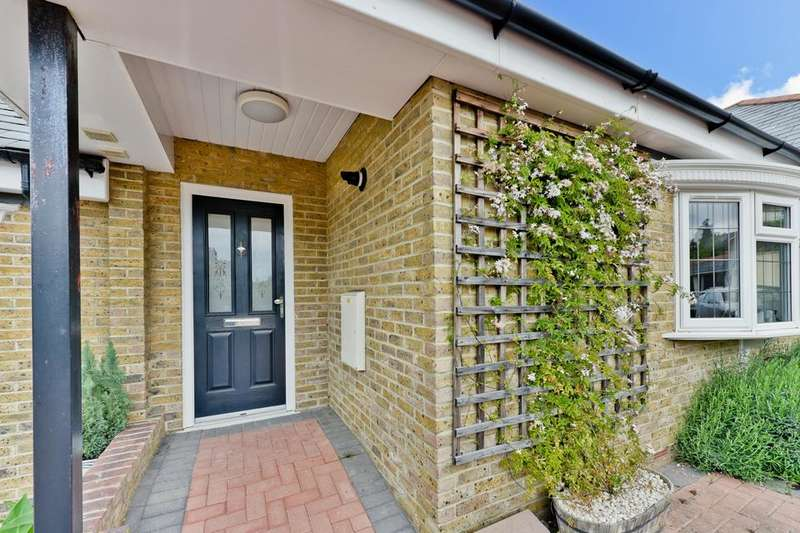 2 Bedrooms Flat for sale in Southcroft Road, London SW16