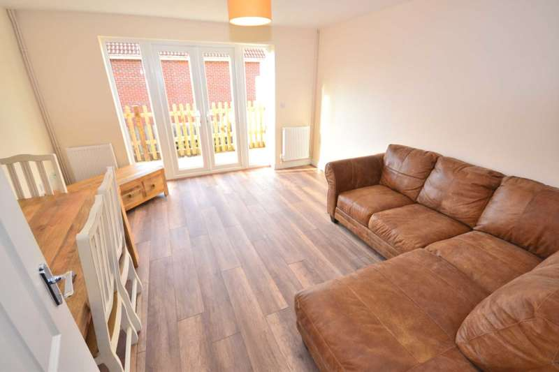 4 Bedrooms Semi Detached House for rent in Green Road, Earley, Reading, Berkshire, RG6 7BS