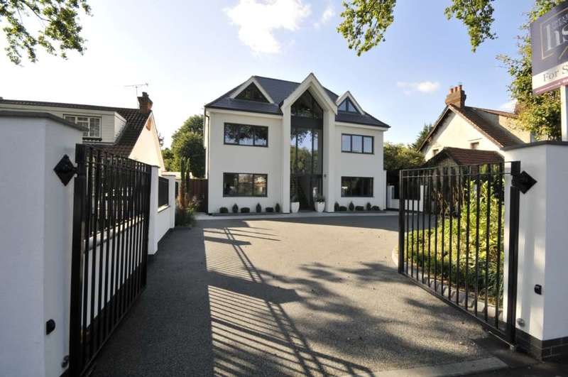 5 Bedrooms Detached House for sale in Nelmes Road, Hornchurch