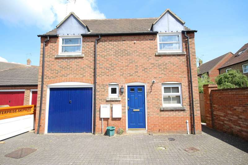 3 Bedrooms Detached House for sale in Brimmers Way, Fairford Leys