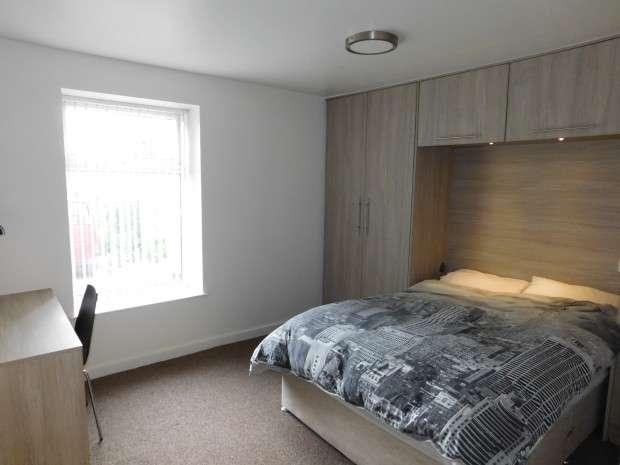 4 Bedrooms Flat Share for rent in Primrose Hill, Gt Horton, BD7