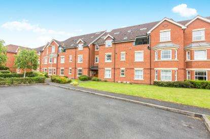 3 Bedrooms Flat for sale in Hardy Court, Blanquettes Estate, Worcester, Worcestershire