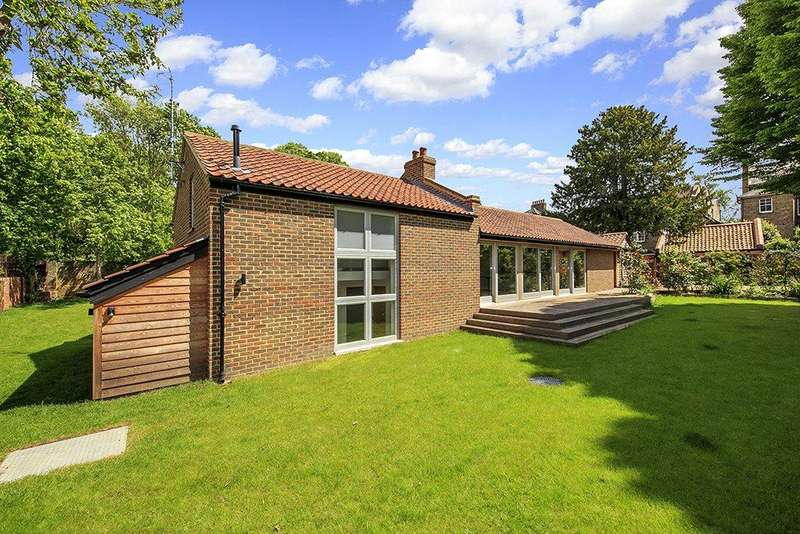 3 Bedrooms Detached Bungalow for sale in Church Street, Old Isleworth, Middlesex, TW7