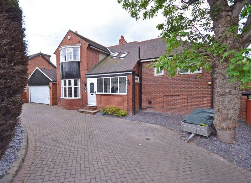 5 Bedrooms Detached House for sale in Batley Road, Wakefield