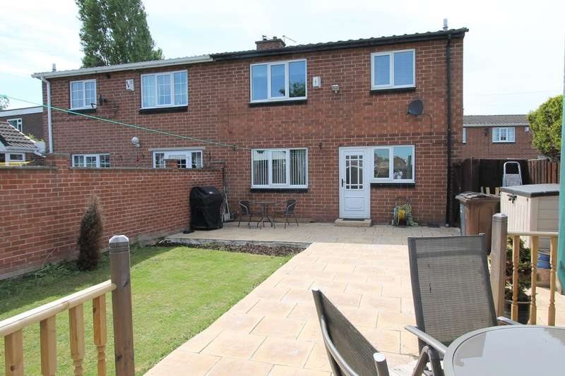 3 Bedrooms Semi Detached House for sale in Broom Close, Kendray, Barnsley, S70 3EG