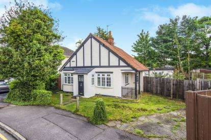 3 Bedrooms Bungalow for sale in Epping, Essex, .