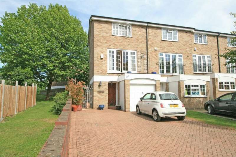 3 Bedrooms End Of Terrace House for sale in Coniston Road, Bromley, Kent