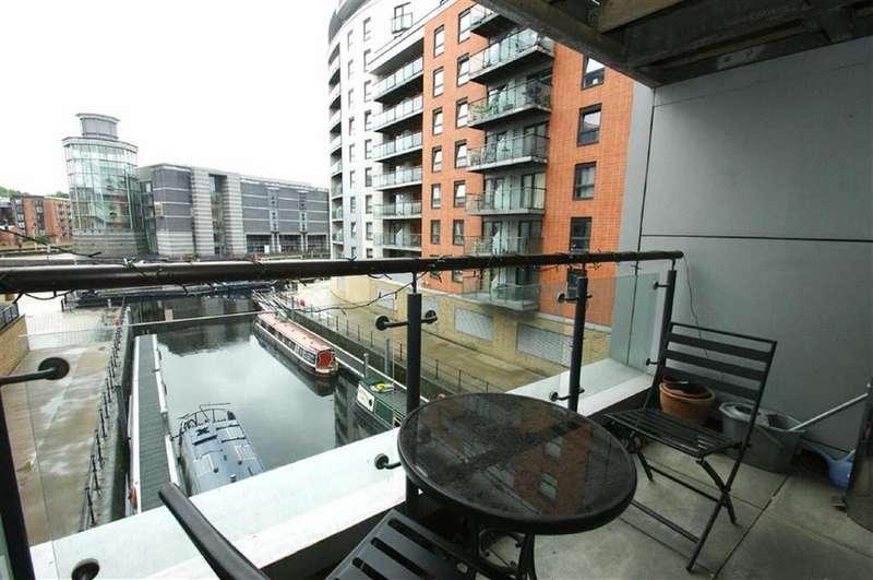 2 Bedrooms Apartment Flat for sale in Clarence Dock, Armouries Way, LS10