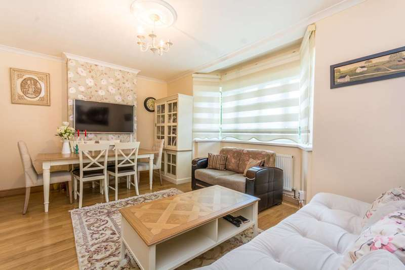 3 Bedrooms Flat for sale in Queen Elizabeth Walk, Stoke Newington, N16