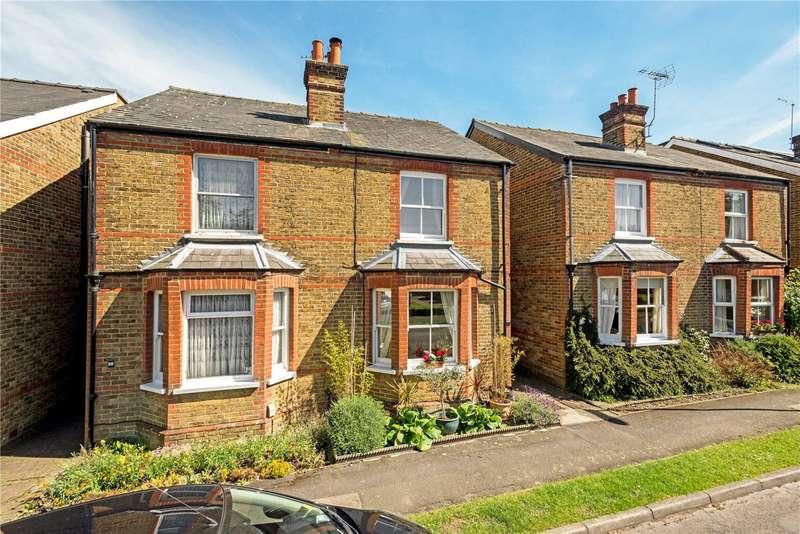 3 Bedrooms Semi Detached House for sale in Andrews Close, Epsom, Surrey, KT17