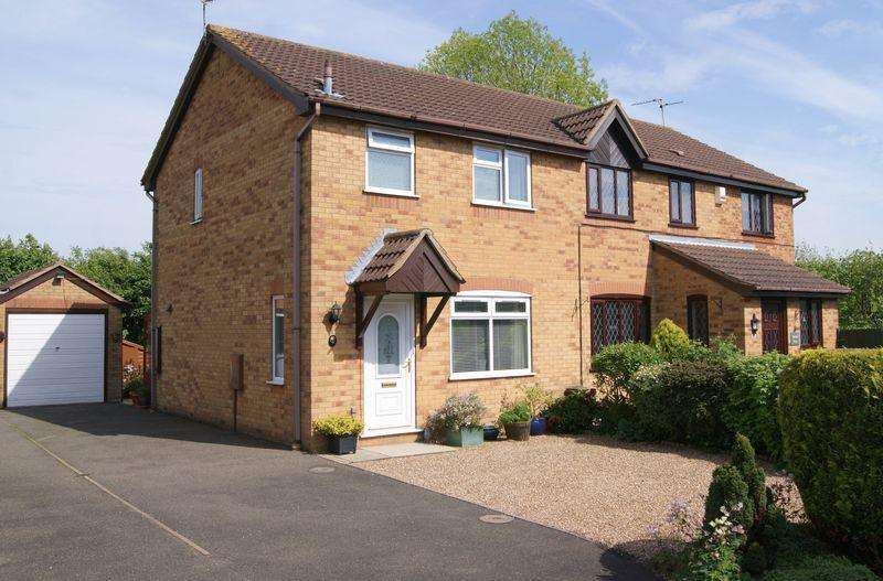 3 Bedrooms Semi Detached House for sale in The Chase, Grantham