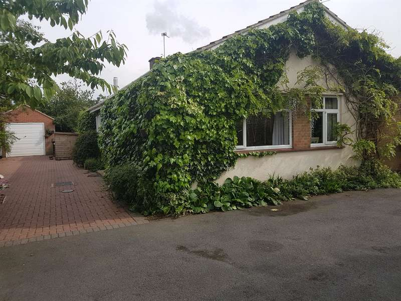 3 Bedrooms Detached Bungalow for sale in Brockton Avenue, Farndon, Newark, NG24