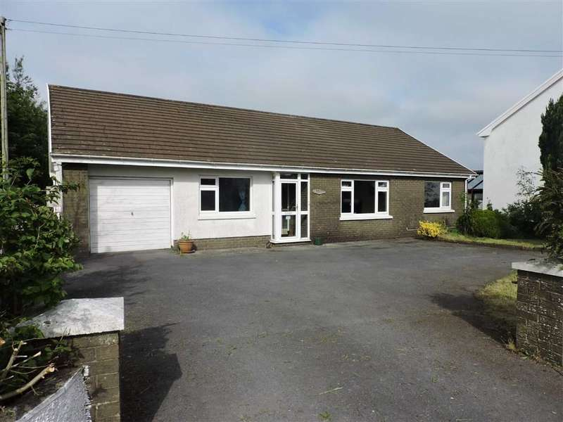 4 Bedrooms Detached Bungalow for sale in Llyn Y Fran Road, Llandysul