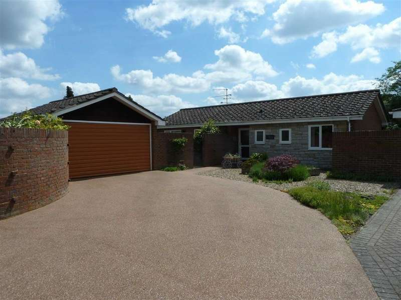 3 Bedrooms Detached Bungalow for sale in Orchard Field, Gallowstree Common, Gallowstree Common Reading