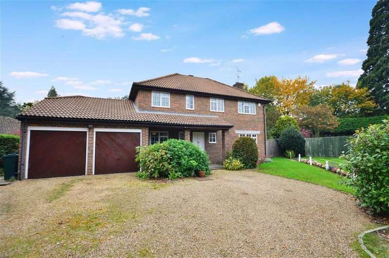 4 Bedrooms Detached House for sale in Parkfield, Chorleywood, Hertfordshire