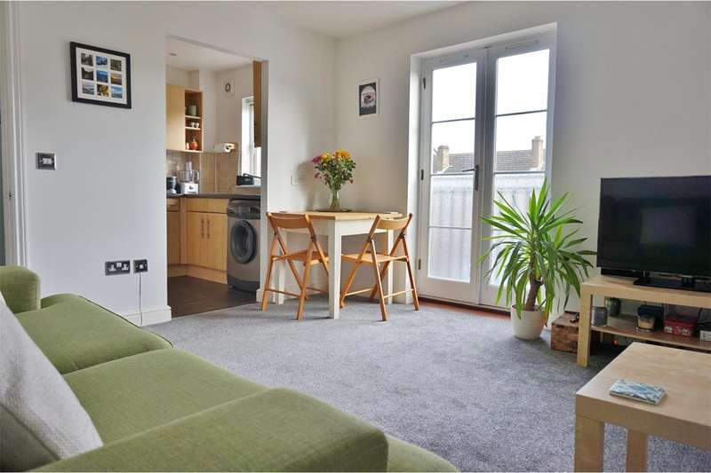 2 Bedrooms Maisonette Flat for sale in Chestnut Grove, London