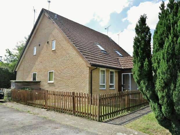 1 Bedroom Terraced House for sale in Beaconsfield Way, Earley, Reading