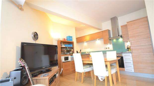 2 Bedrooms Apartment Flat for sale in Il-Libro Court, Kings Road, Reading