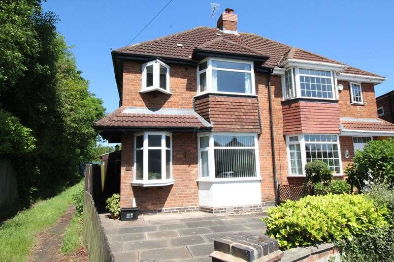3 Bedrooms Semi Detached House for sale in Bramley Croft, Shirley, Solihull