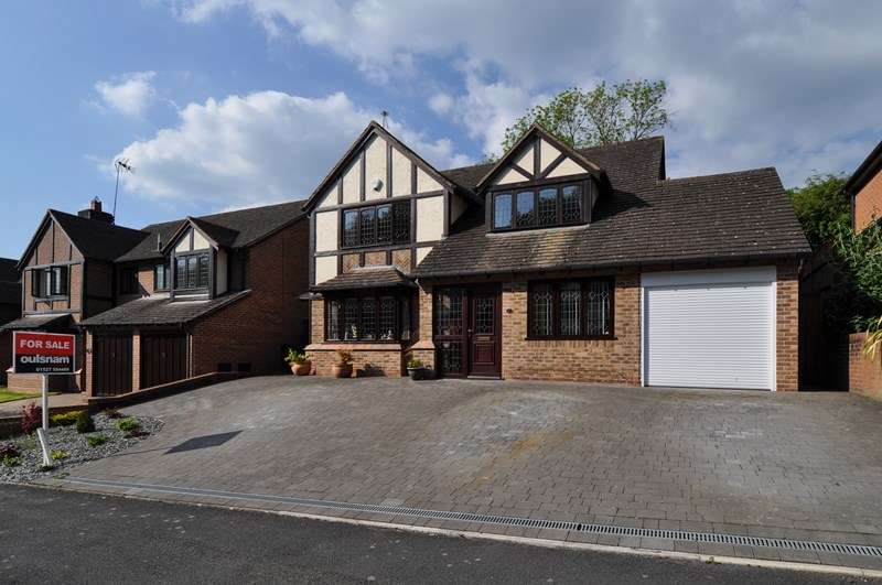 4 Bedrooms Detached House for sale in Claverdon Close, Hunt End, Redditch