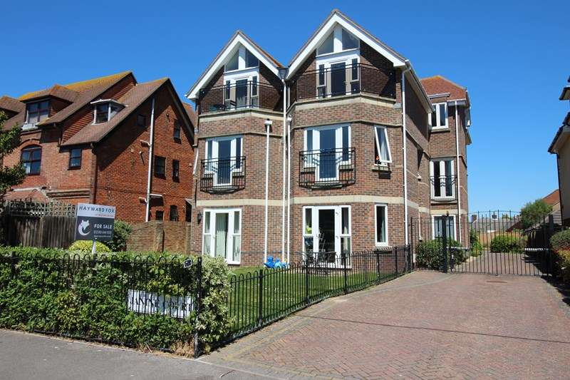 3 Bedrooms Apartment Flat for sale in Keyhaven Road, Milford On Sea, Lymington