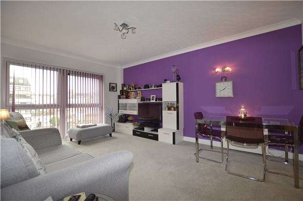 2 Bedrooms Flat for sale in St. Marys Court, Terrace Road, ST LEONARDS-ON-SEA, East Sussex, TN37 6QL