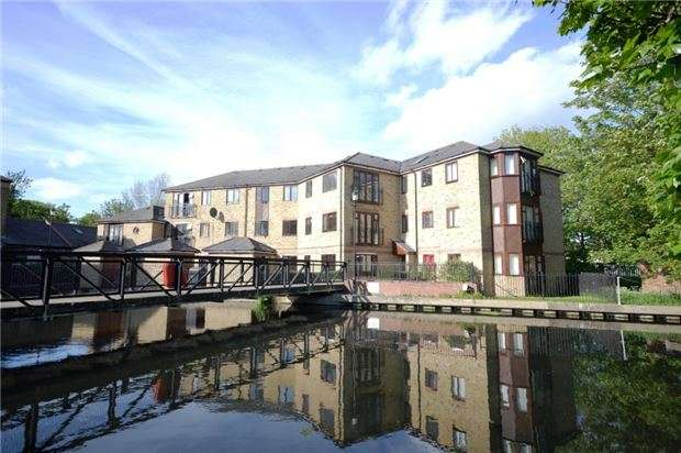 2 Bedrooms Flat for sale in Wandle Road, MORDEN, Surrey, SM4 6AU