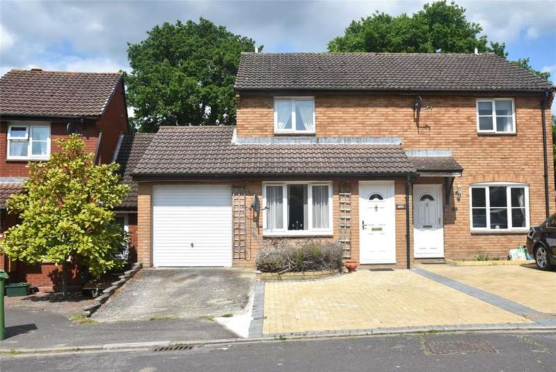 3 Bedrooms Semi Detached House for sale in Farringdon Way, Tadley, Hampshire, RG26