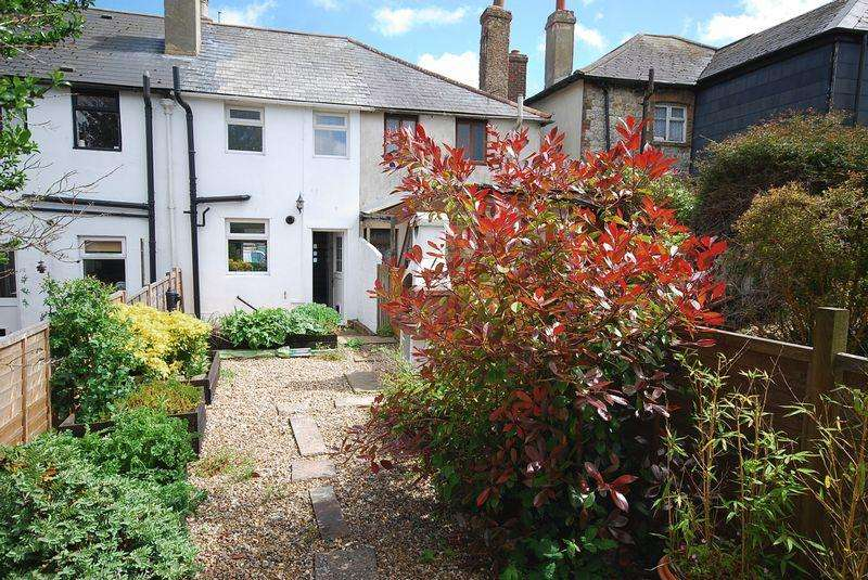 2 Bedrooms Terraced House for sale in Saltwood/Hythe