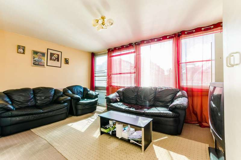 3 Bedrooms Maisonette Flat for sale in John Barnes Walk, Stratford, E15